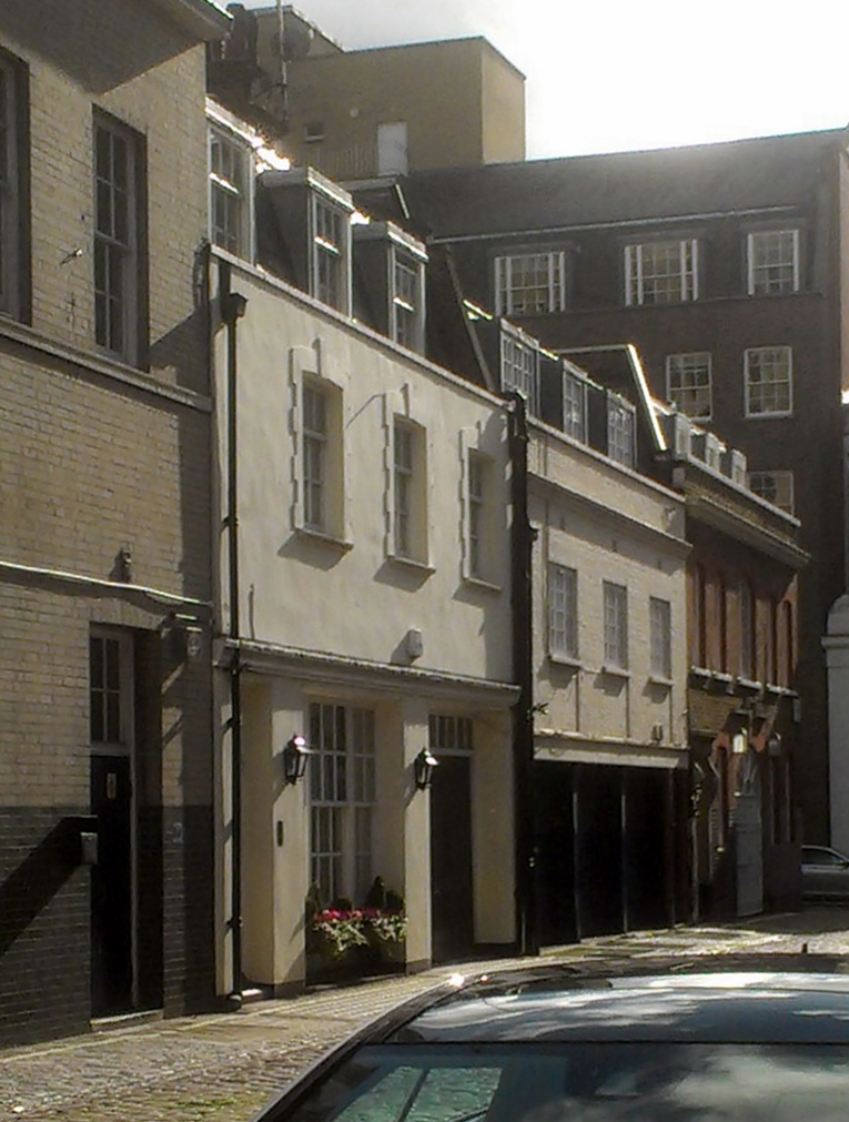 Duchess Mews towards Duchess Street